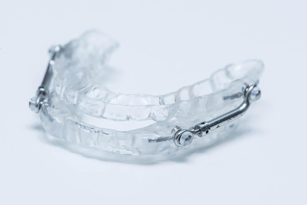 Schnarchschiene bzw. Protrusionsschiene um Schnarchen zu verhindern